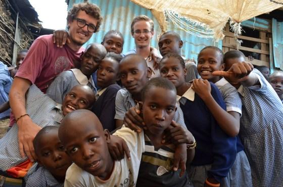 Crianças com o João e Marco, voluntários que foram embora na semana que cheguei